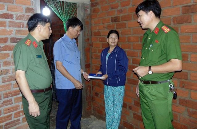 Thẩm mỹ viện Ngọc Dung ủng hộ 2,7 tỷ đồng cho 8 tỉnh miền Trung - 1