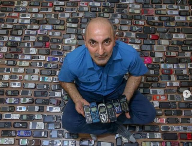 Người đàn ông với bộ sưu tập hơn 1.000 chiếc điện thoại cổ - 1