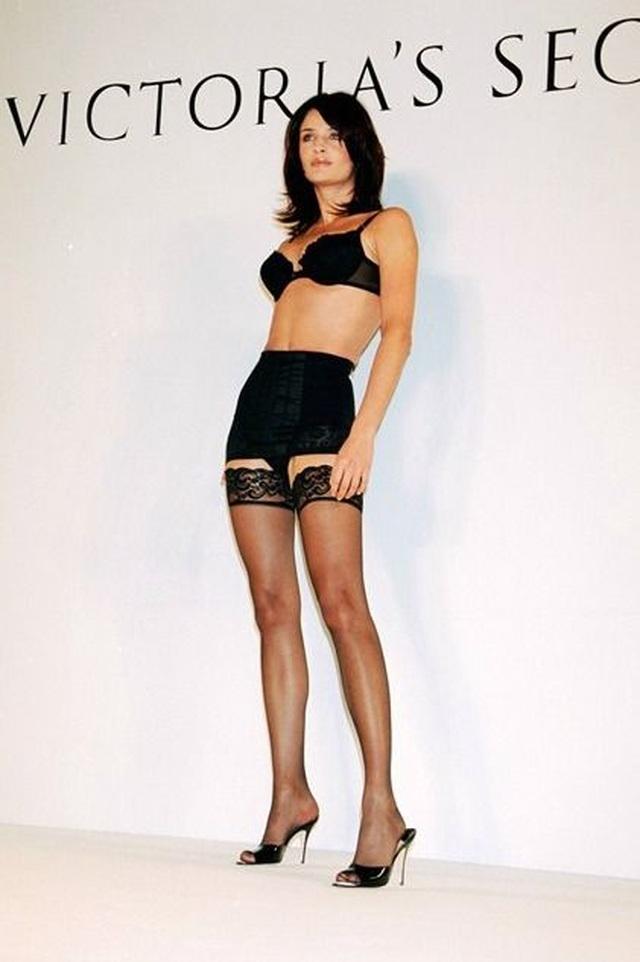 Ngưỡng mộ dáng vóc hoa hậu 52 tuổi Helena Christensen - 9