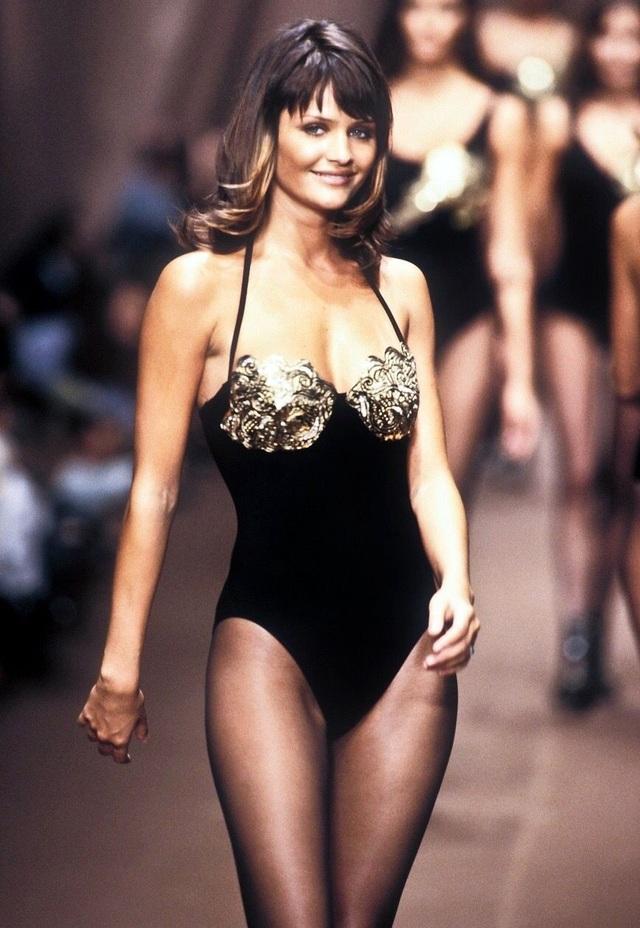 Ngưỡng mộ dáng vóc hoa hậu 52 tuổi Helena Christensen - 7