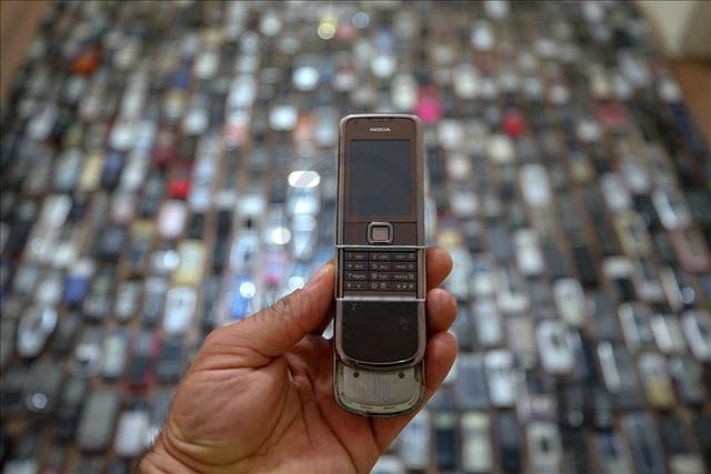 Người đàn ông với bộ sưu tập hơn 1.000 chiếc điện thoại cổ - 4