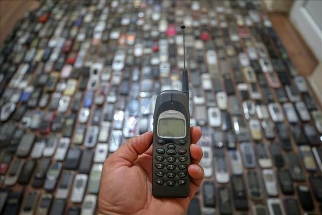 Người đàn ông với bộ sưu tập hơn 1.000 chiếc điện thoại cổ - 6