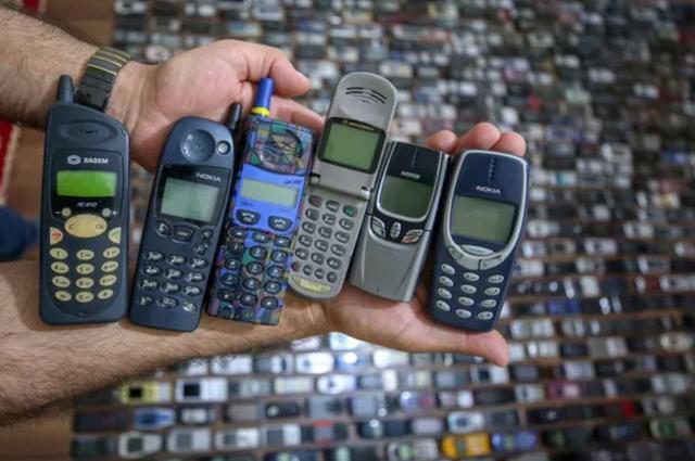 Người đàn ông với bộ sưu tập hơn 1.000 chiếc điện thoại cổ - 2