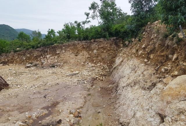 Bạt núi, san nền trái phép dưới chân núi Cô Tiên Nha Trang - 4