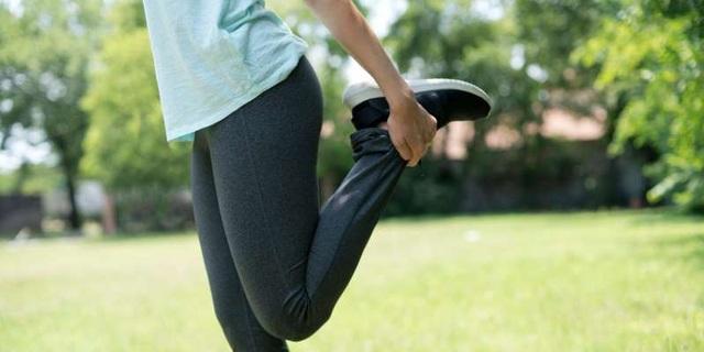 6 bài tập kéo giãn và tăng sức mạnh để giảm đau đầu gối - 2