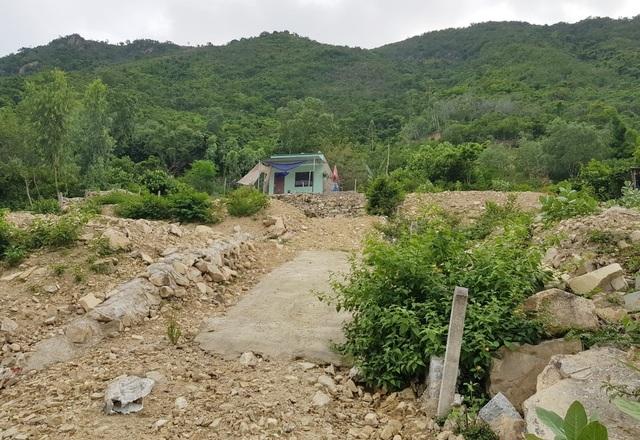 Bạt núi, san nền trái phép dưới chân núi Cô Tiên Nha Trang - 5