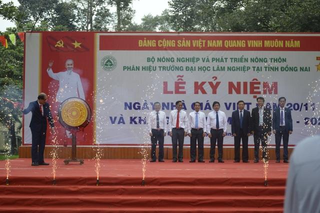 Phân hiệu Đại học Lâm nghiệp tại tỉnh Đồng Nai khai giảng năm học mới - 1