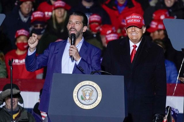"""Con trai ông Trump kêu gọi """"cuộc chiến tổng lực"""" chống gian lận bầu cử - 1"""