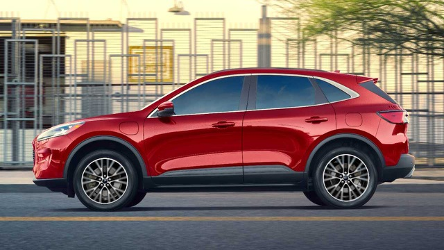 Hoãn sản xuất xe Ford Escape PHEV để khắc phục lỗi pin - 2