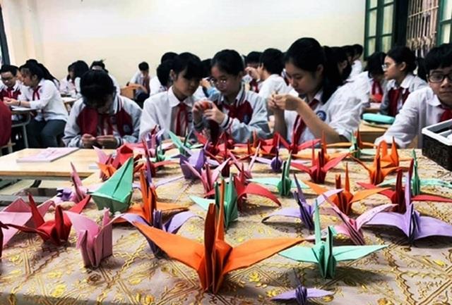 Hàng nghìn cánh hạc bay về vùng lũ miền Trung - 1