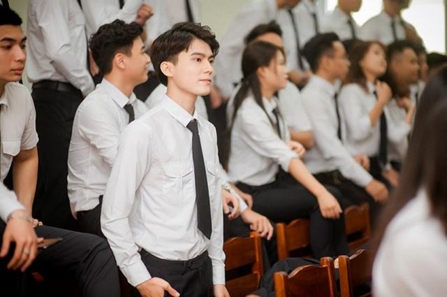 Hot boy Học viện Tòa án điển trai trong ảnh kỷ yếu chia tay giảng đường - 2