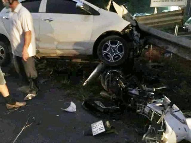 Ô tô tông 3 người bị thương rồi phanh cháy đường - 2