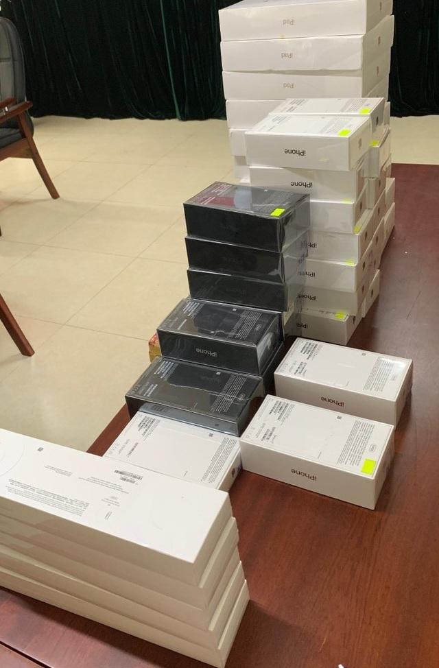 Bắt lô iPhone 11,12 không giấy tờ trong chiến dịch truy quét điện thoại lậu - 1