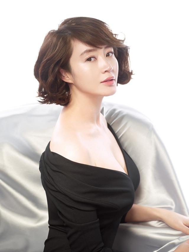 """""""Chị đẹp"""" Kim Hye Soo trải lòng về mối quan hệ đổ vỡ với mẹ ruột - 2"""