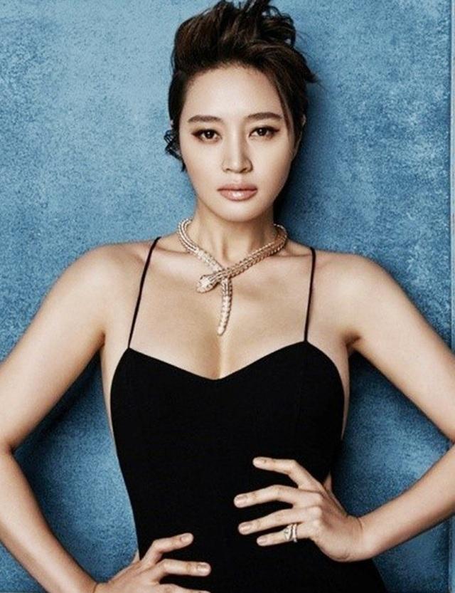 """""""Chị đẹp"""" Kim Hye Soo trải lòng về mối quan hệ đổ vỡ với mẹ ruột - 1"""