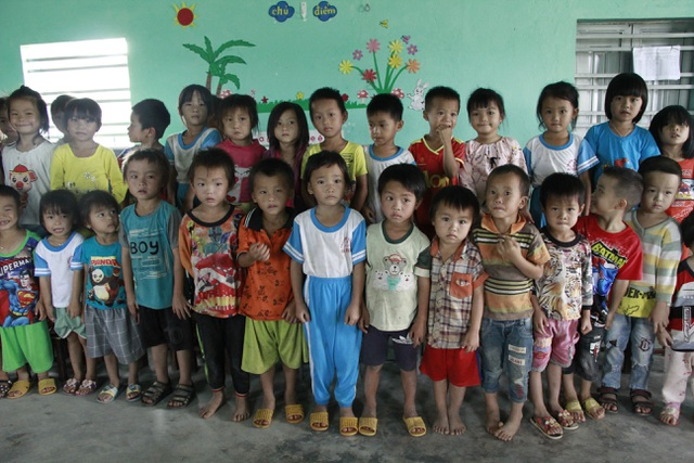 Hàng trăm học sinh học tạm hội trường thôn: Sẽ xây dựng nhà vệ sinh trước - 6