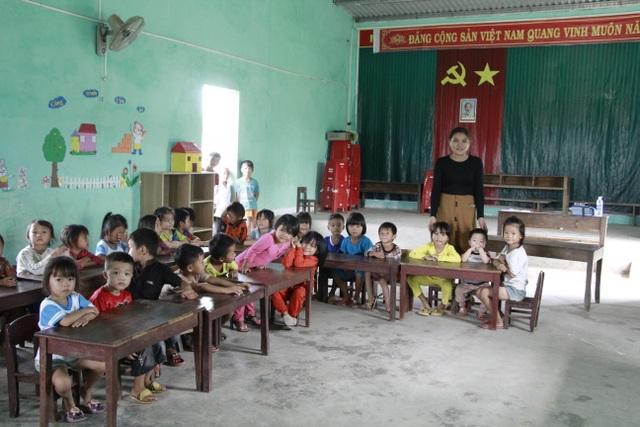 Hàng trăm học sinh học tạm hội trường thôn: Sẽ xây dựng nhà vệ sinh trước - 3