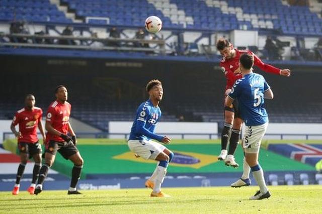 Everton 1-3 Man Utd: Dấu ấn nổi bật của Fernandes - 11