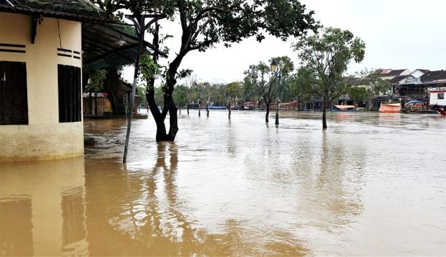 Phố cổ Hội An ngập lụt lần thứ 5 trong vòng 1 tháng - 6