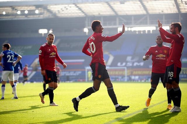 Everton 1-3 Man Utd: Dấu ấn nổi bật của Fernandes - 8