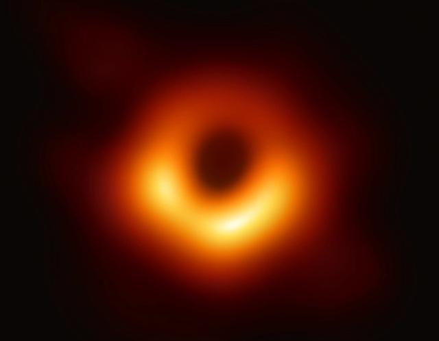 Điều gì sẽ xảy ra nếu bạn rơi vào một hố đen trong vũ trụ? - 3