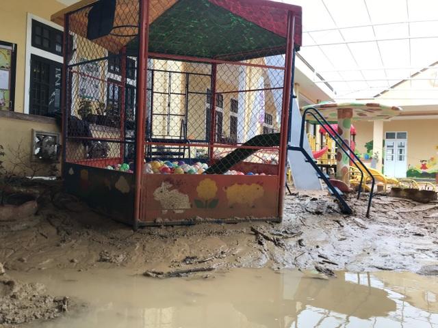 Quảng Trị: Lũ đi qua, trường học miền núi vẫn ngổn ngang bùn đất - 5
