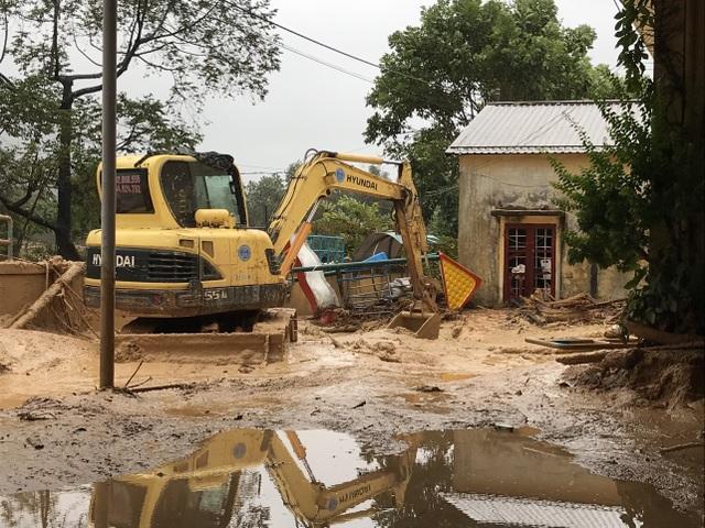 Quảng Trị: Lũ đi qua, trường học miền núi vẫn ngổn ngang bùn đất - 3
