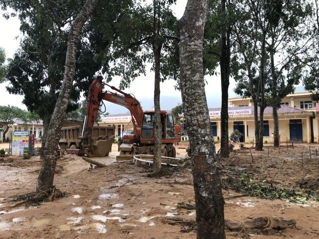 Quảng Trị: Lũ đi qua, trường học miền núi vẫn ngổn ngang bùn đất - 2