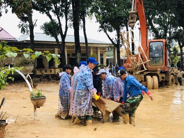 Quảng Trị: Lũ đi qua, trường học miền núi vẫn ngổn ngang bùn đất - 4