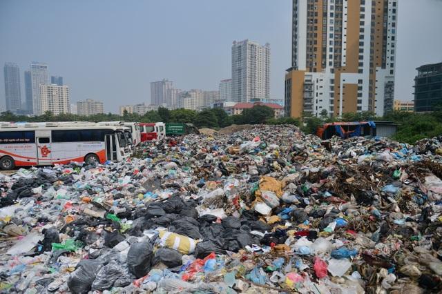 Người dân nội thành không nuốt nổi cơm vì mùi rác thải - 1