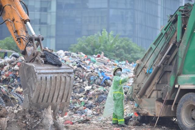 Người dân nội thành không nuốt nổi cơm vì mùi rác thải - 7