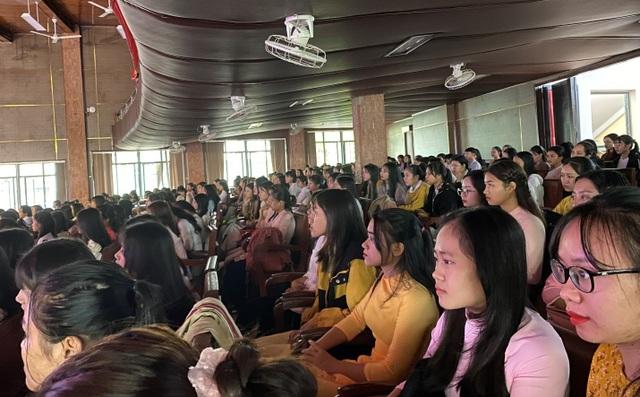 Nhiều trường ĐH, CĐ tại Huế đồng loạt khai giảng năm học mới - 1