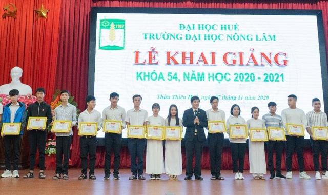 Nhiều trường ĐH, CĐ tại Huế đồng loạt khai giảng năm học mới - 4