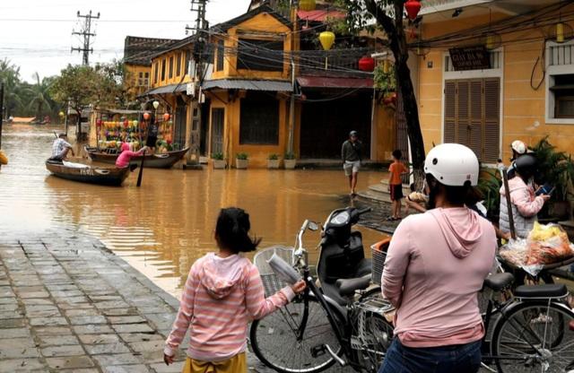Phố cổ Hội An ngập lụt lần thứ 5 trong vòng 1 tháng - 10