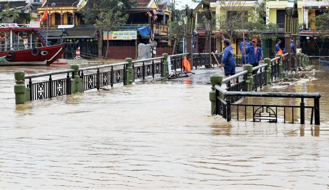 Phố cổ Hội An ngập lụt lần thứ 5 trong vòng 1 tháng - 5