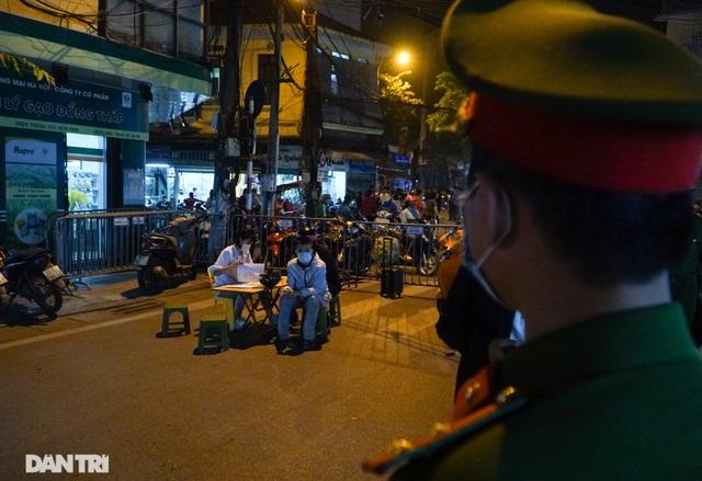 Hà Nội xử phạt nghiêm người không đeo khẩu trang vào phố đi bộ - 8