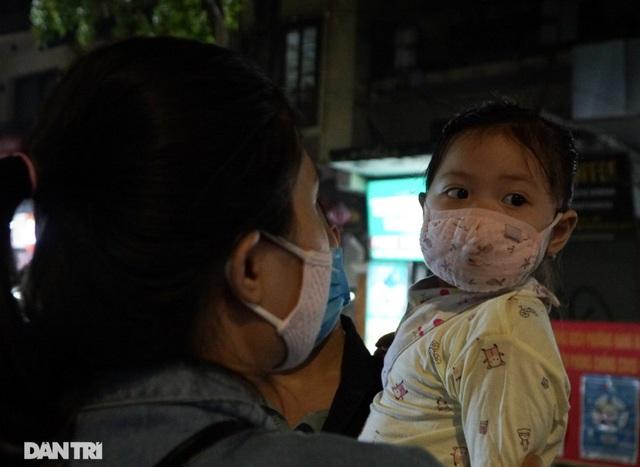 Hà Nội xử phạt nghiêm người không đeo khẩu trang vào phố đi bộ - 7