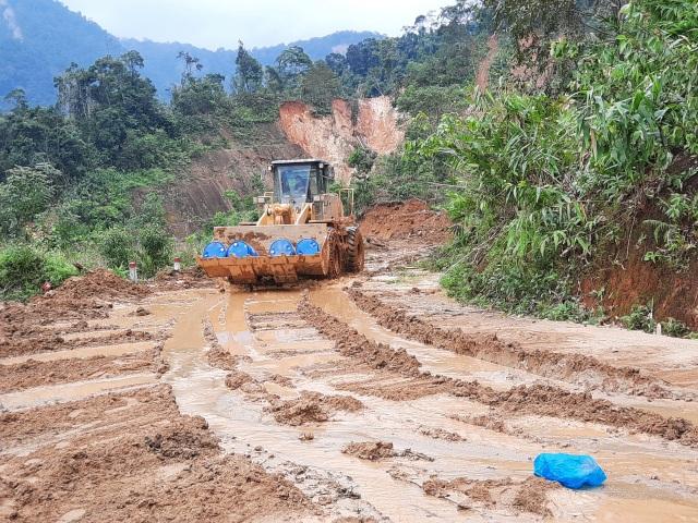 Nỗ lực thông đường vào vùng bị cô lập ở Phước Sơn - 1