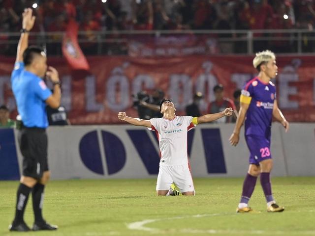 Cảm xúc vỡ òa của cầu thủ Viettel sau khi lên ngôi vô địch - 2