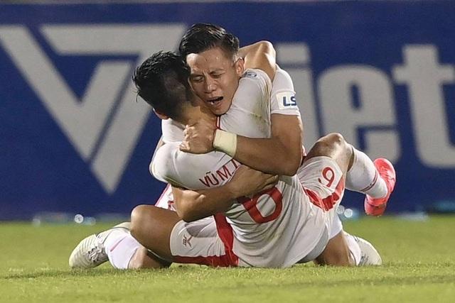 Cảm xúc vỡ òa của cầu thủ Viettel sau khi lên ngôi vô địch - 7