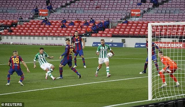 Messi lập cú đúp, Barcelona thắng đậm Real Betis - 4