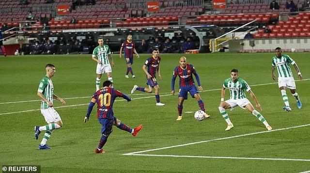 Messi lập cú đúp, Barcelona thắng đậm Real Betis - 11