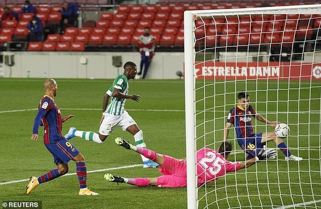 Messi lập cú đúp, Barcelona thắng đậm Real Betis - 12
