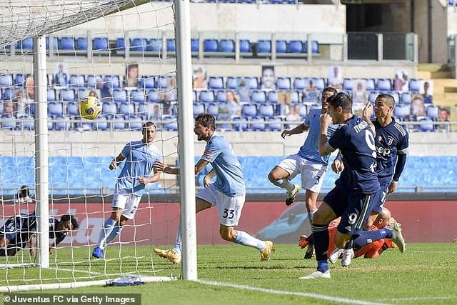 C.Ronaldo lập công, Juventus vẫn rơi điểm đau đớn phút cuối - 1