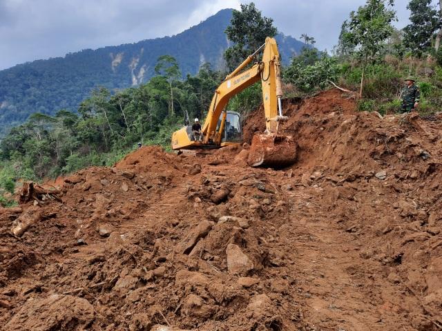 Nỗ lực thông đường vào vùng bị cô lập ở Phước Sơn - 4