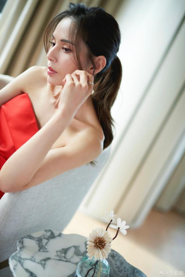 """Ngưỡng mộ vòng eo 56 cm của """"Tiểu Long Nữ"""" Lý Nhược Đồng - 10"""
