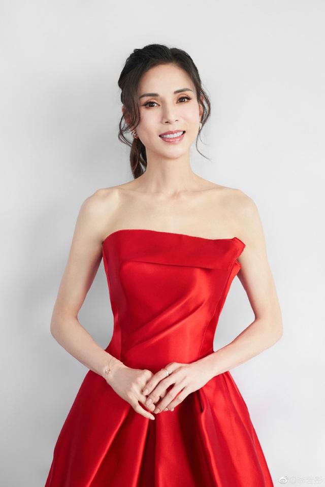 """Ngưỡng mộ vòng eo 56 cm của """"Tiểu Long Nữ"""" Lý Nhược Đồng - 11"""