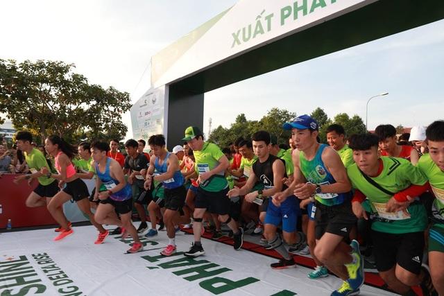"""Hơn 7000 vận động viên tham gia giải """"Mekong Delta Marathon"""" - 1"""