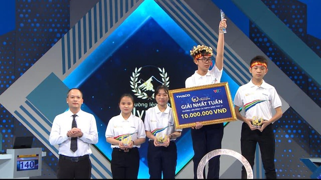Nam sinh cùng trường với Quán quân chạm kỷ lục Olympia 21 - 3