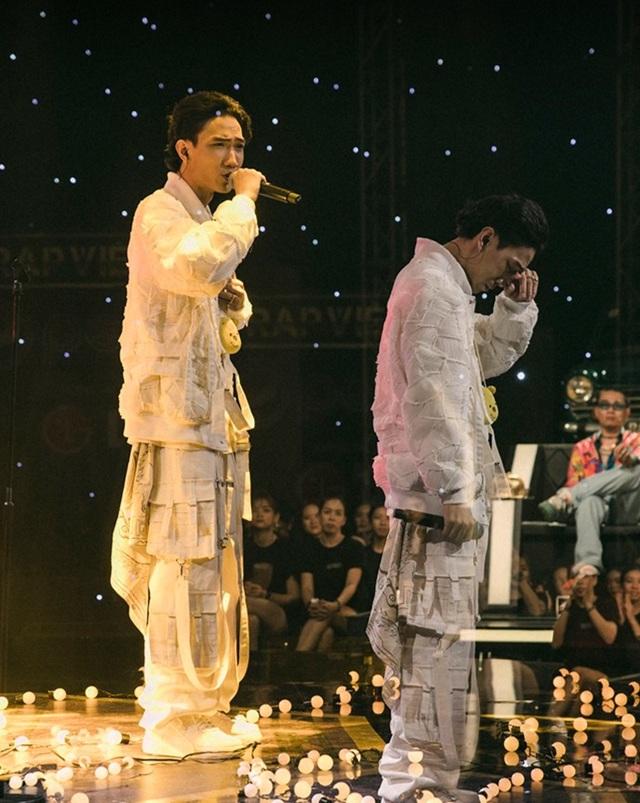 RPT Gonzo lấy nước mắt khán giả với bản rap dành tặng miền Trung - 2